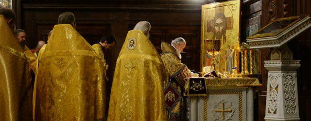 Литургия в православном храме, фото
