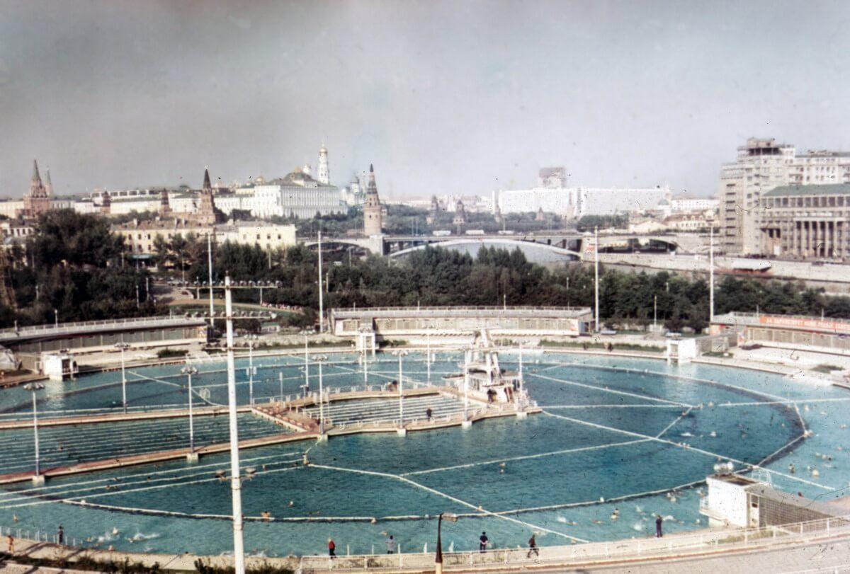 Бассейн на месте храма Христа Спасителя, фото