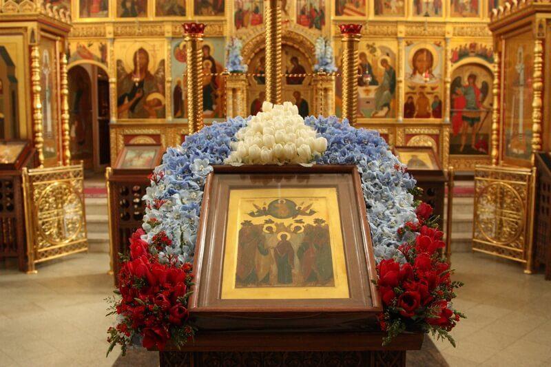 икона в храме, аналой