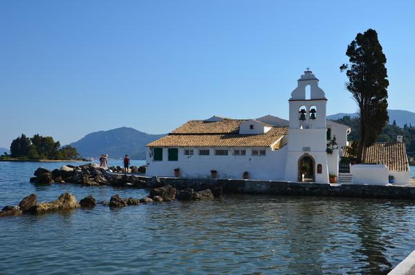 Греческий храм на острове Корфу