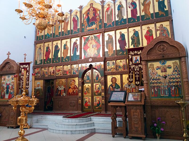 Нея, храм святителя Спиридона, иконостас