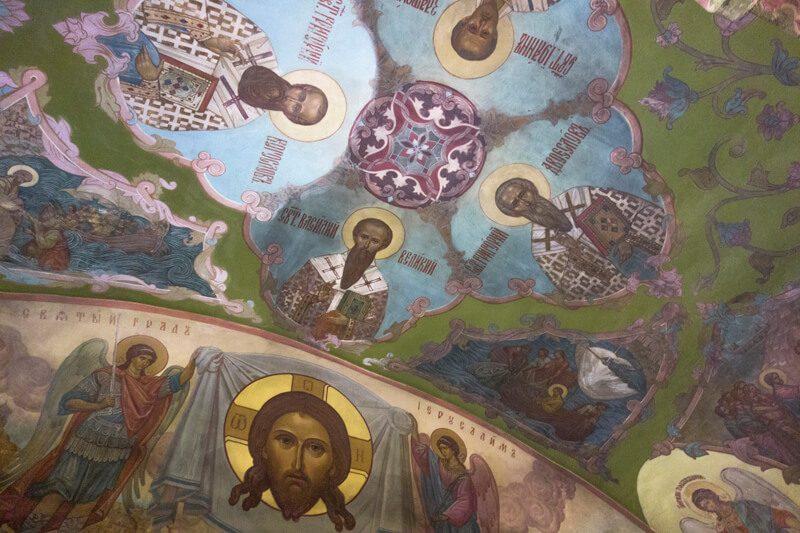 храм в Тропарево фрески