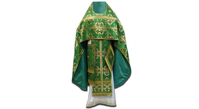 зеленое облачение священника фото