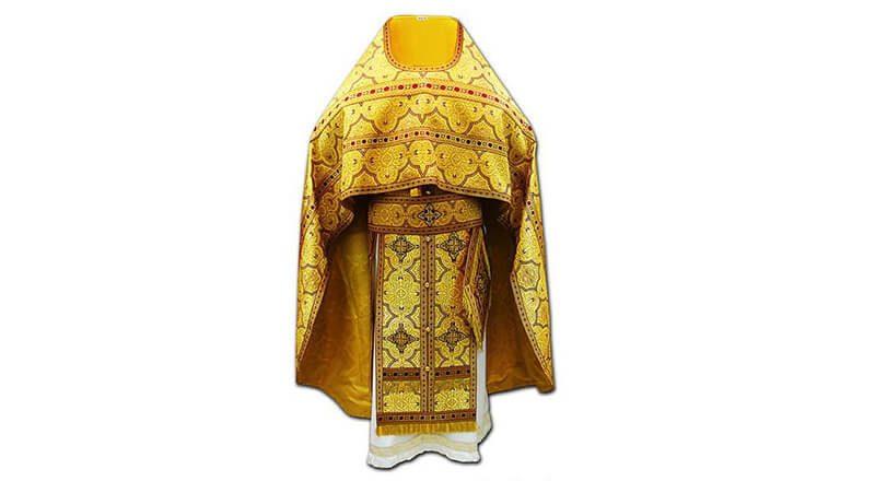 желтое облачение священника