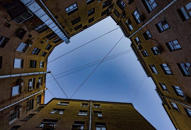 Кривоколенный переулок колодец двор