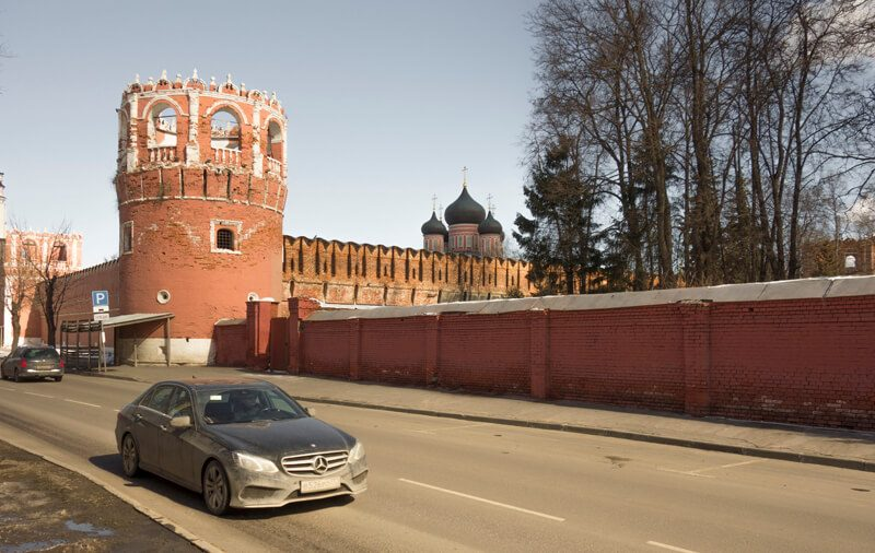 Стена Донского монастыря фото