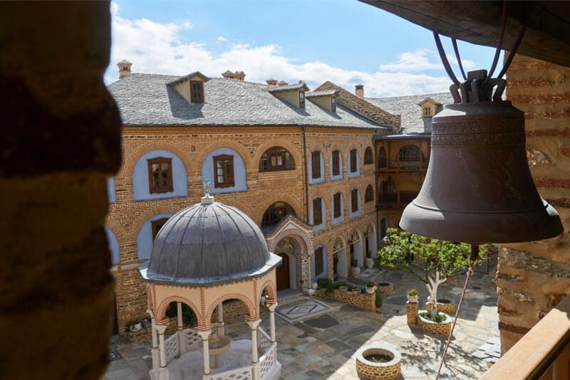 Внутри афонского монастыря Пантократор.
