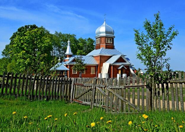 Деревенский православный храм