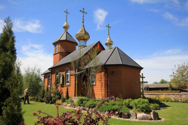 Сельская деревянная церковь