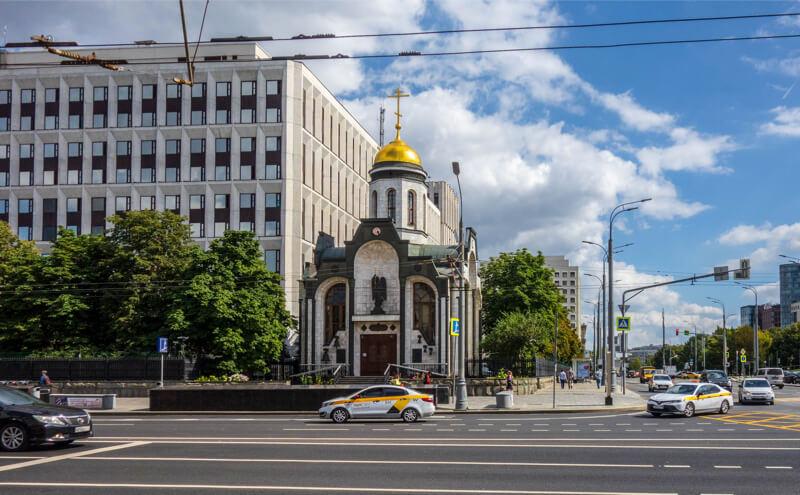 Храм у метро Октябрьская